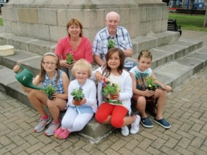 Alderman Deborah Girvan, Roy Murray and children from Comber getting ready for the  next Comber Farmers'